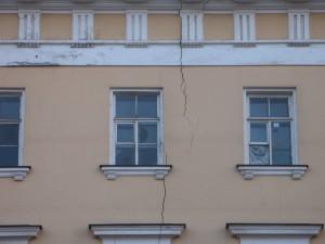 Трещины в зданиях – что мы о них знаем?